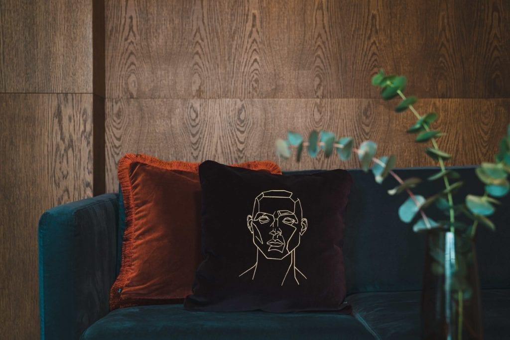 inspiracje-obraz-szkic-poduszka-rośliny-salon
