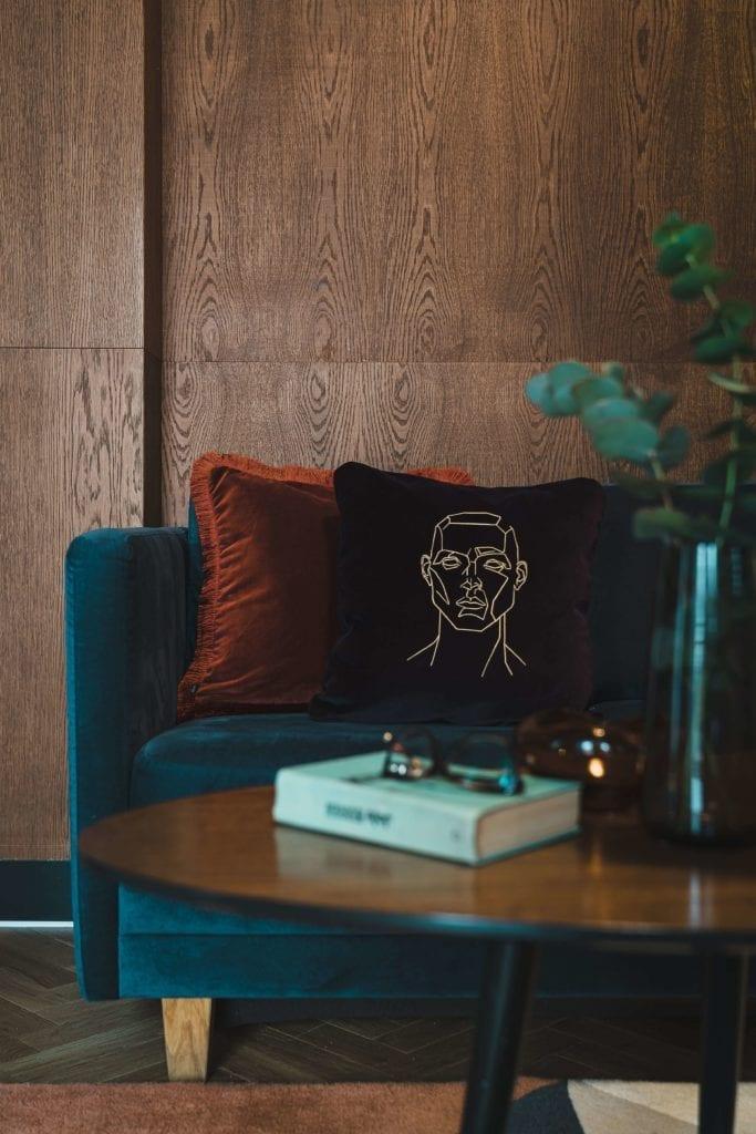 rzemiosło-artystyczne-inspiracje-obraz-szkic-poduszka-salon-aksamit