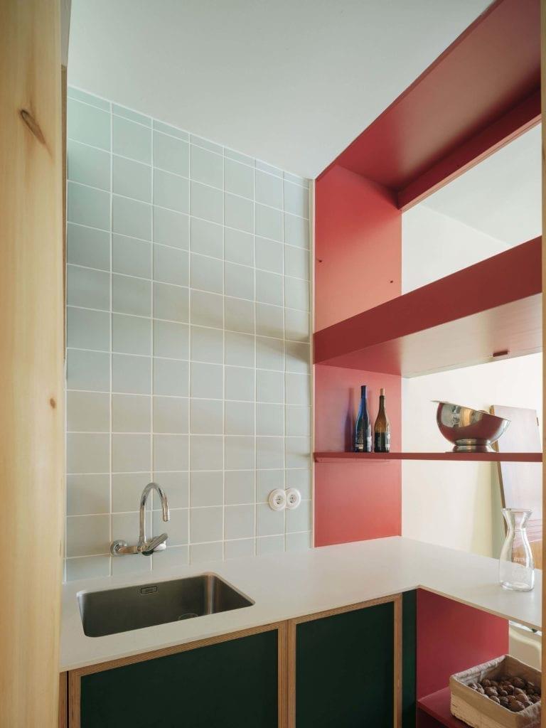 kafelki-płytki-wnętrze-inspiracje-półki-zlew-kuchnia
