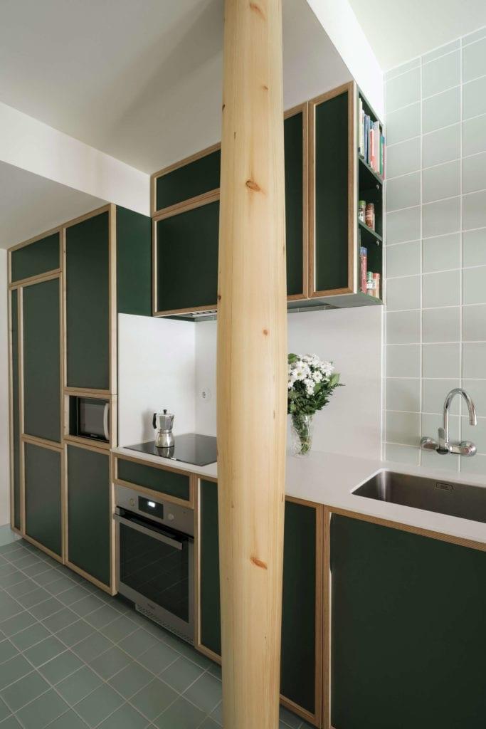 kuchnia-drewno-inspiracje-stare-wnętrze-słup