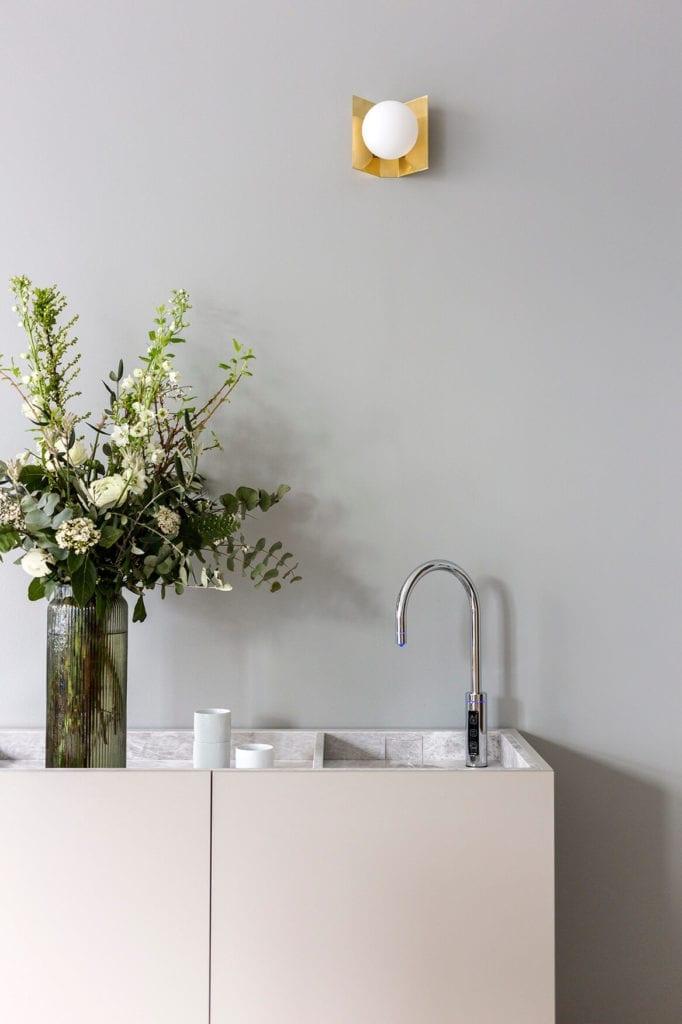 detale-inspiracje-stół-umywalka-wnętrze-publiczne