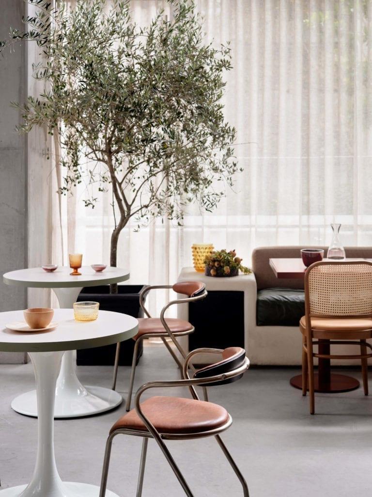 kszresła-restauracja-inspiracje-wnętrza-stół