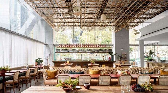 wystrój-restauracji-inspiracje-wnętrze-drewno-rattan