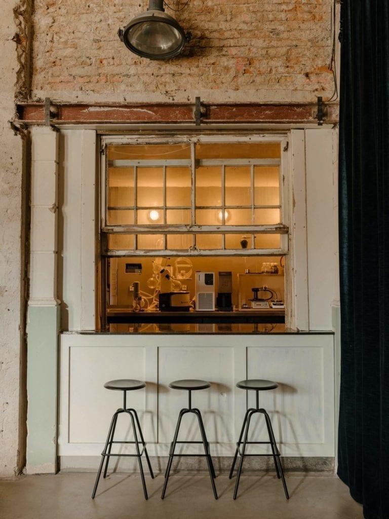 inspiracje-eklektyczne-wnętrze-krzesła-