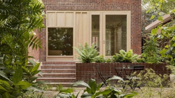 minimalizm-we-wnętrzu-elewacja-ceglany-dom-inspiracje-zieleń