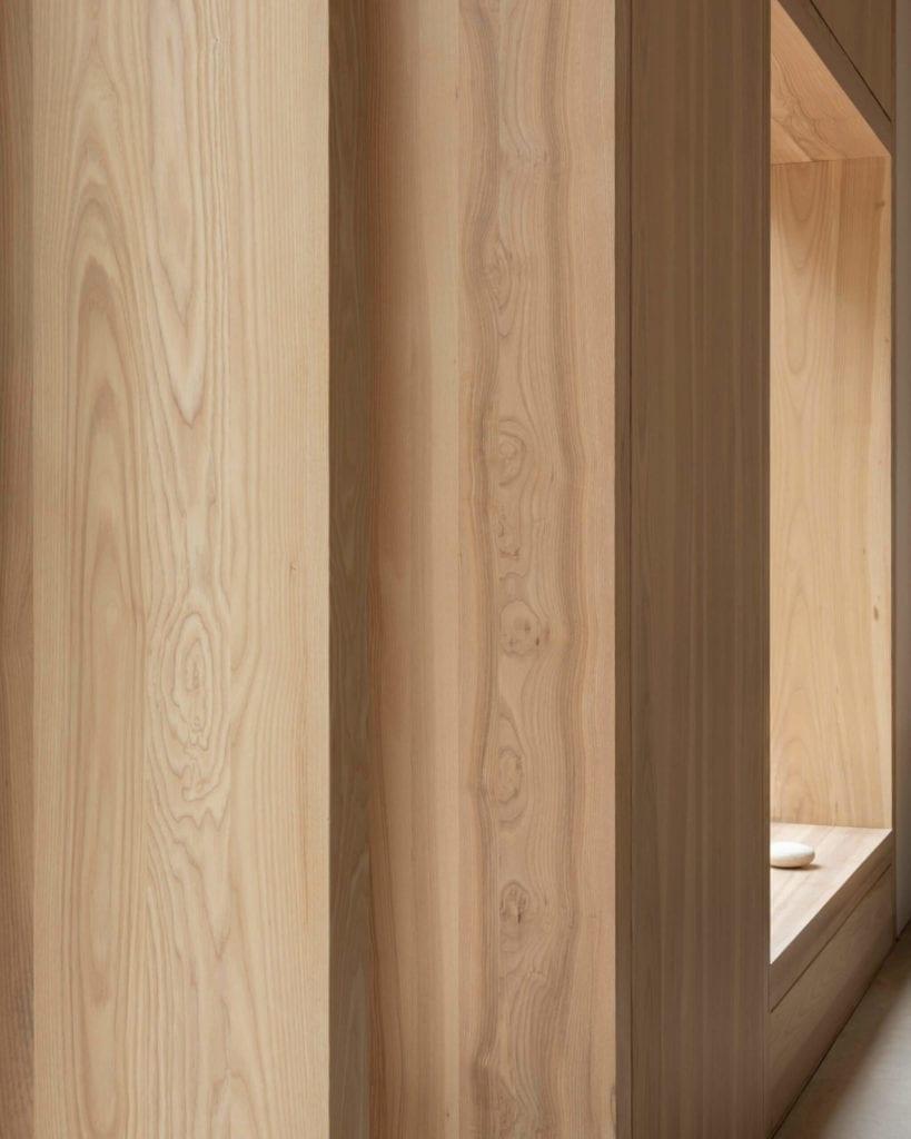 drewno-na-ścianie-inspiracje-okno