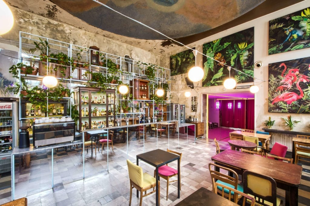 raj-w-niebie-piękne-restauracje-warszawy-klub-niebo-wystrój-eklektyzm-inspiracje-sala