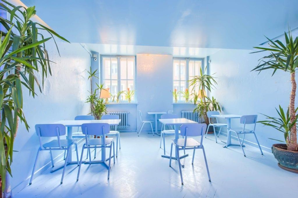 wnętrze-restauracji-piękne-niebieski-pokój
