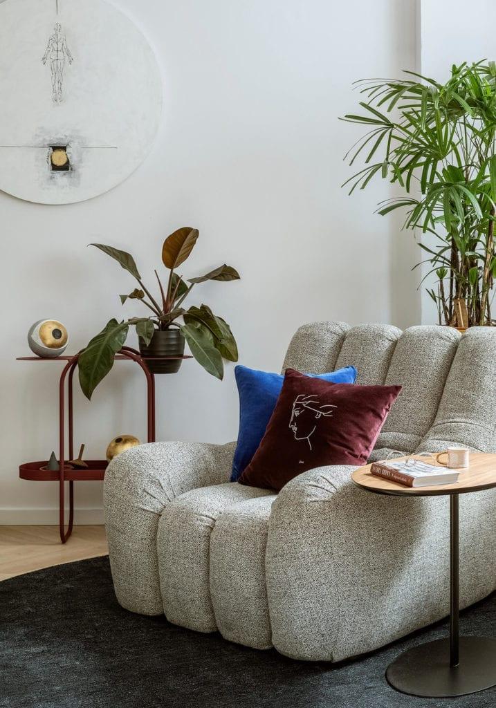 fotel-inspiracje-stolik-rośliny