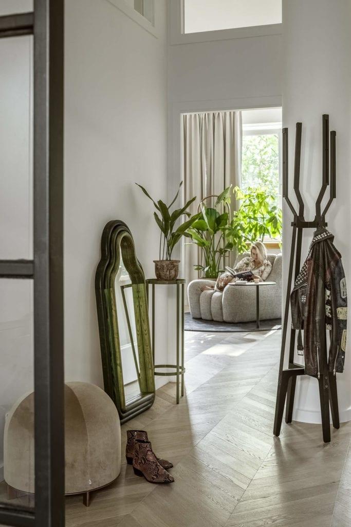 podłoga-jodełka-inspiracje-lustro-poslkie-wnętrza