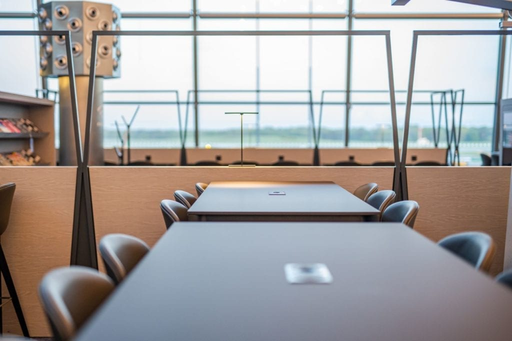 stół-inspiracje-wnętrze-lotnisko-fotel-skóra-boconcept-