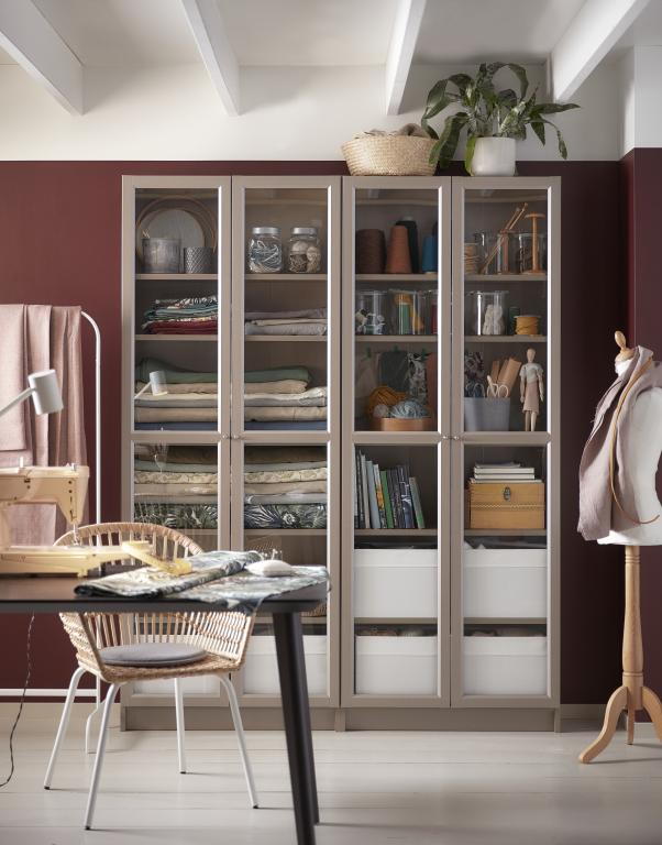 szafa-wnętrze-inspiracje-biurko-krzesło