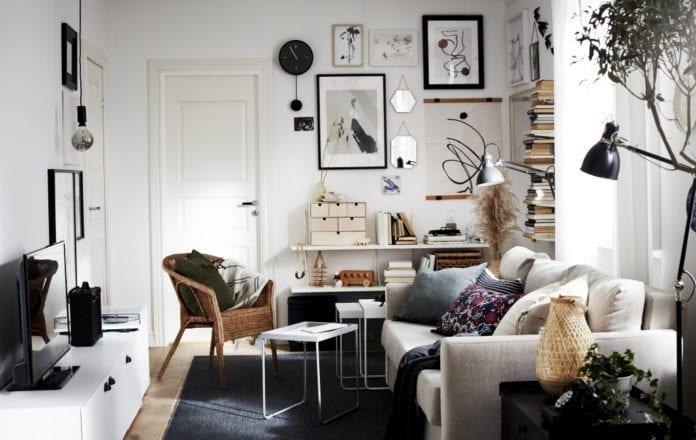Katalog-ikea-2021-salon-inspiracje-biel-skandi-wnętrze-krzesło-fotel-kanapa