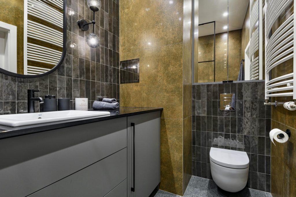 łazienka industrialna surowy wystrój wnętrza