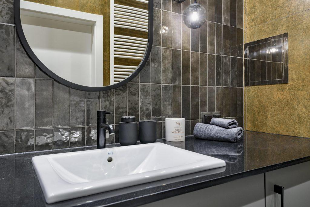 surowy wystrój wnętrza łazienka styl industrialny