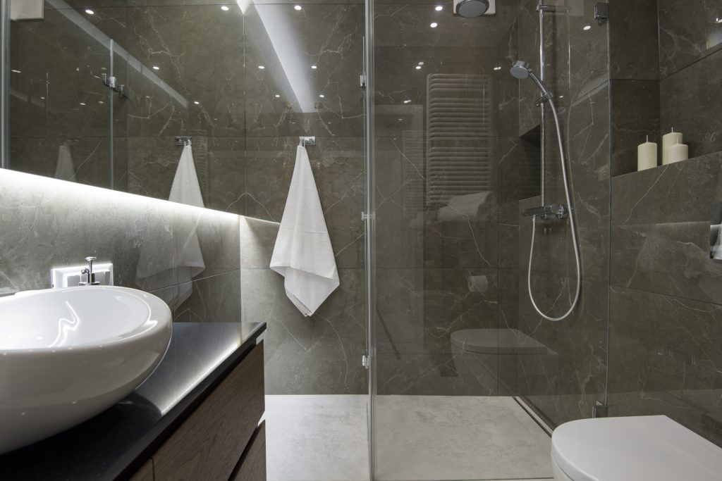 idealny prysznic kabina prysznicowa zamknięta bez brodzika