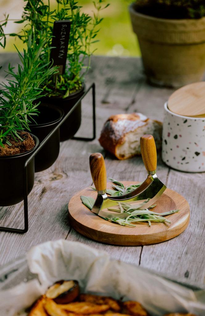 Wnętrza w stylu slow dla miłośników natury- nożyk do ziół